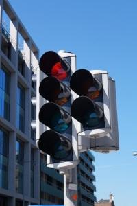 Ampel bei Rot überfahren: Geblitzt wird häufig zweimal.