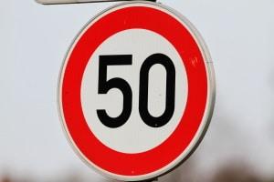 Toleranzabzug innerorts: Die Tempo-50-Zone ist irrelevant, denn es kommt auf die gefahrene Geschwindigkeit an.